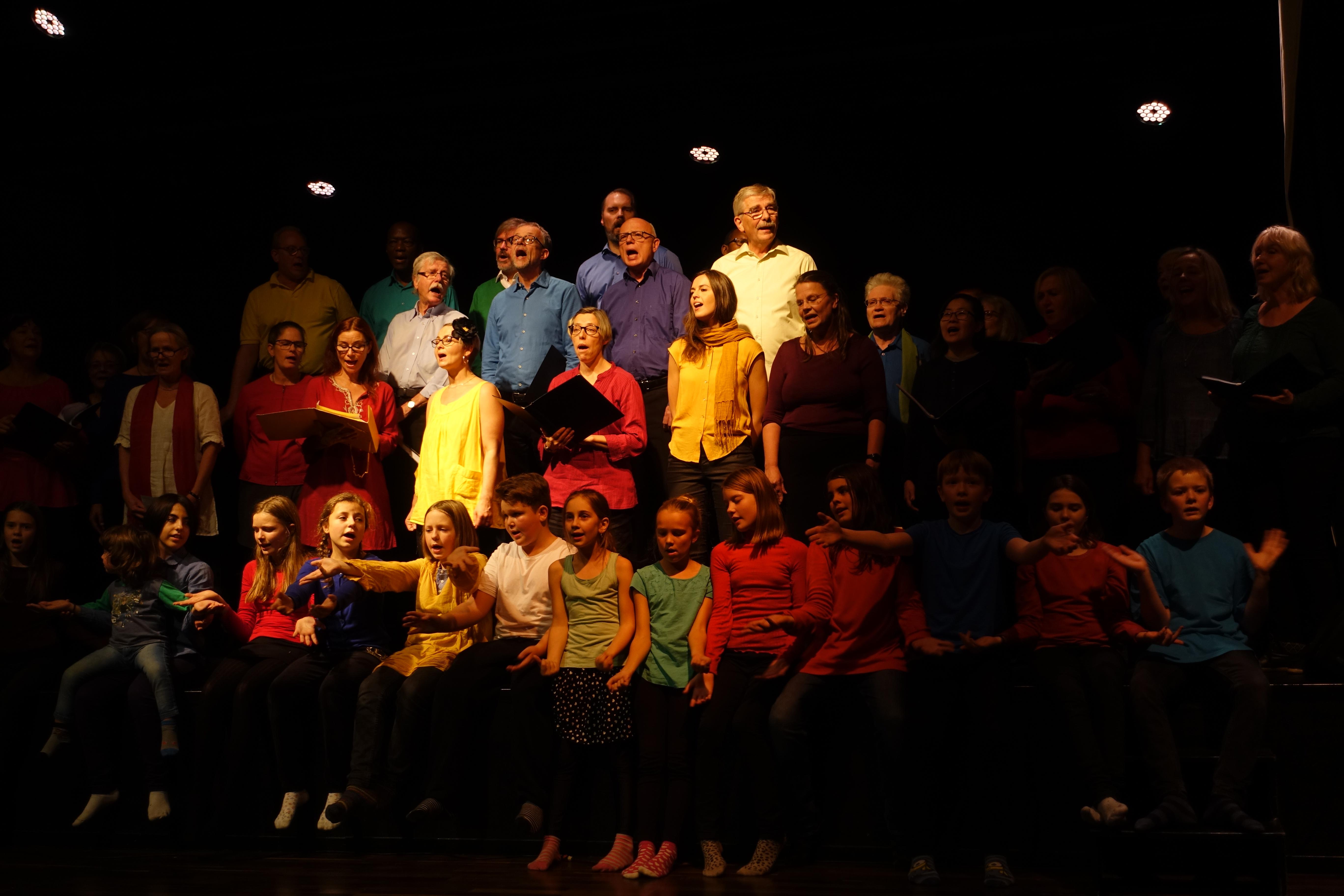 2016 Jorden... Sverige, Sverige älskade vän barnen sitter på scenkanten