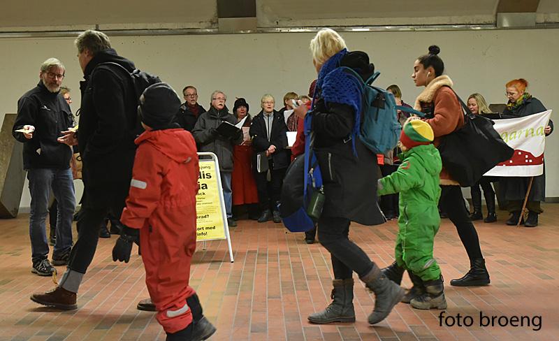 Tunnelbanesjungning vid Juletid i Skarpnäcks tunnelbana